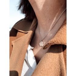 Collier argent coquillage porté