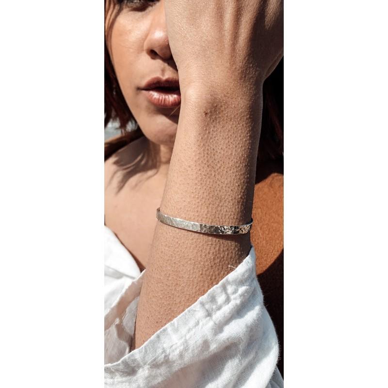 bracelet jonc martelé porté